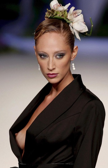 スーパーモデルの乳首チラ017