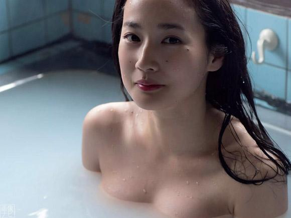 高嶋香帆の全裸お風呂グラビア