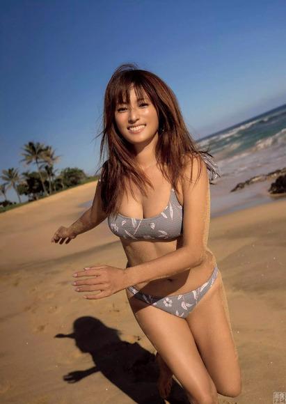 200824深田恭子の水着グラビア004
