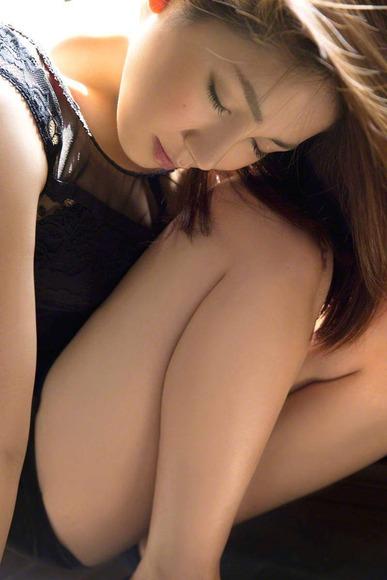 吉川友の生脚画像017