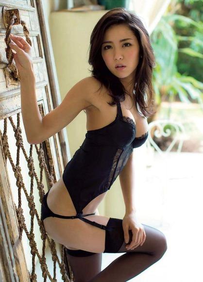 石川恋のふともも画像013