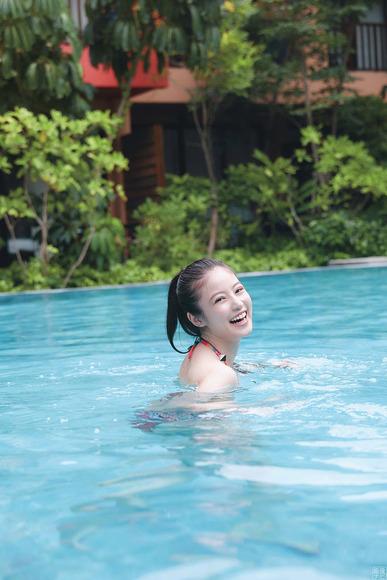 200211今田美桜の水着グラビア015