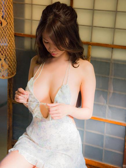 191005菜乃花のエロ画像010