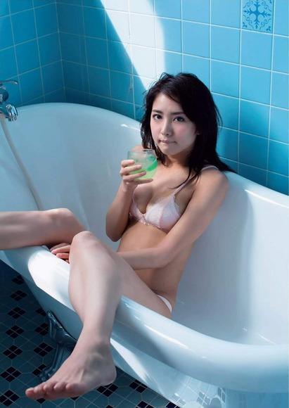 石川恋のグラビア画像075