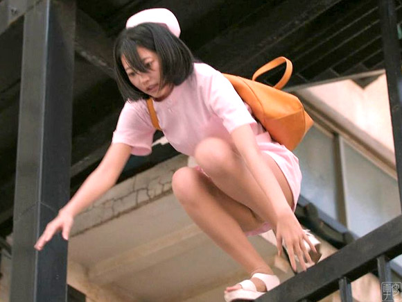 パンスト越しにパンツが見えてしまった武田玲奈。エロい!