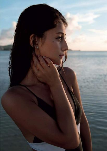 ダレノガレ明美の水着グラビア画像005
