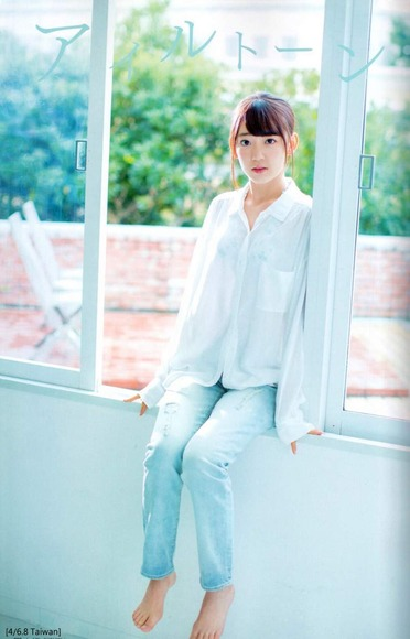 HKT宮脇咲良のグラビア画像025
