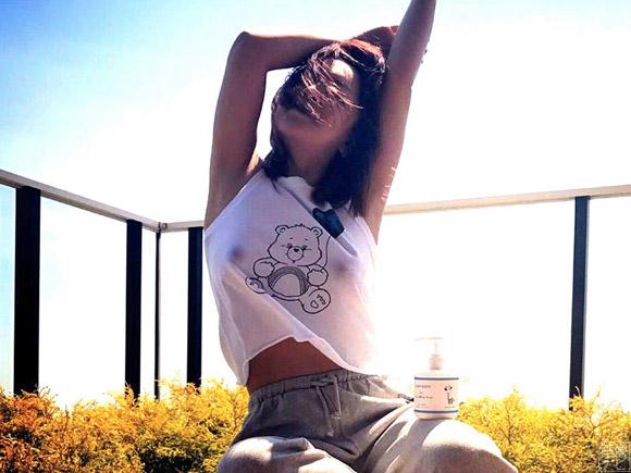 インスタで公開した浜崎あゆみの乳首画像