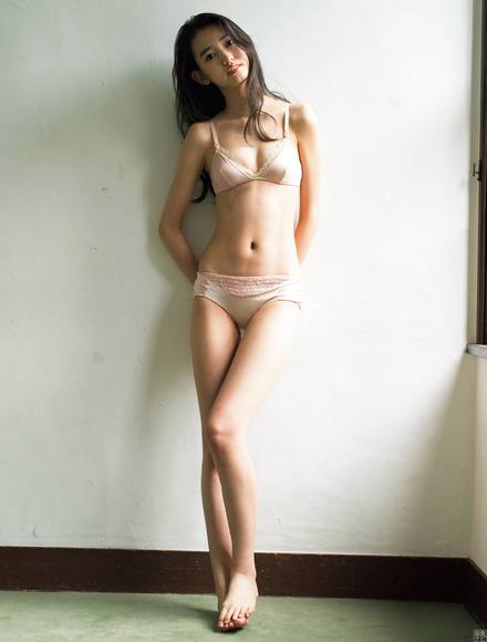 200225黒木麗奈のグラビア画像002
