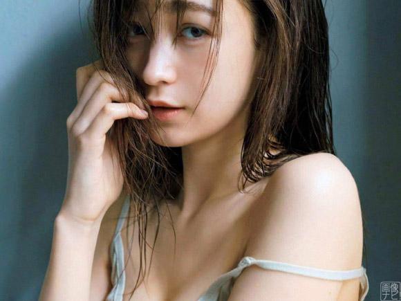 現役女子大生のViVi専属モデル 藤井サチ(21)が初めてのセクシーグラビア。