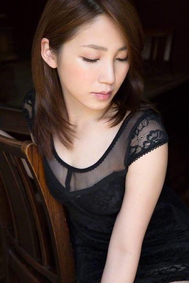 吉川友の生脚画像013