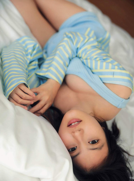 200207今田美桜のラスト水着グラビア画像002