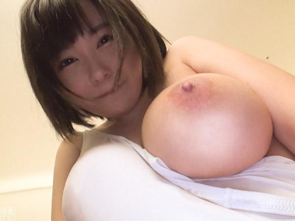 爆乳で乳首も綺麗な彼女。