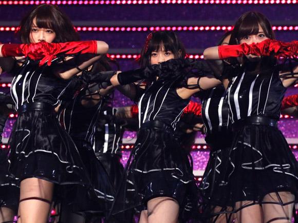 乃木坂人気メンバーのライブ中に見せるセクシーな表情と腋をガッツリ