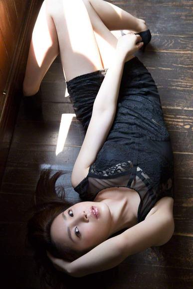 吉川友の生脚画像019
