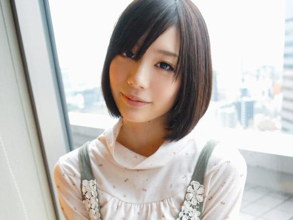 超人気AV女優、鈴村あいりがまだ半分素人の時代に撮影されたセックスの様子。人見知りで恥ずかしがりながら男優さんと接してオナニーを見せる様子が可愛すぎます
