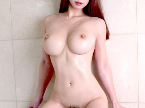 色白スレンダー巨乳