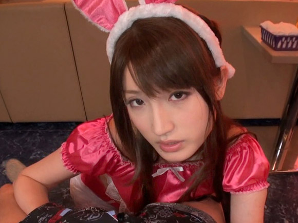 可愛い女の子が優しく抜いてくれるピンサロ風俗で愛沢かりんちゃんがカメラ目線でフェラチオやディープキスで気持よくしてくれるエロ画像