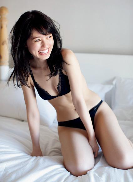 180903逢田梨香子のグラビア画像011