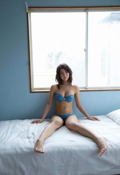 石川恋の下着姿グラビア画像018