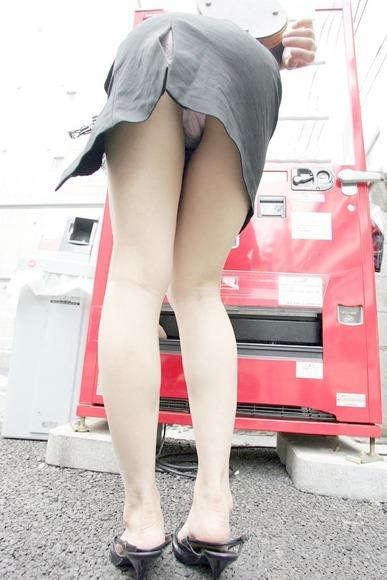 panty in skirt022