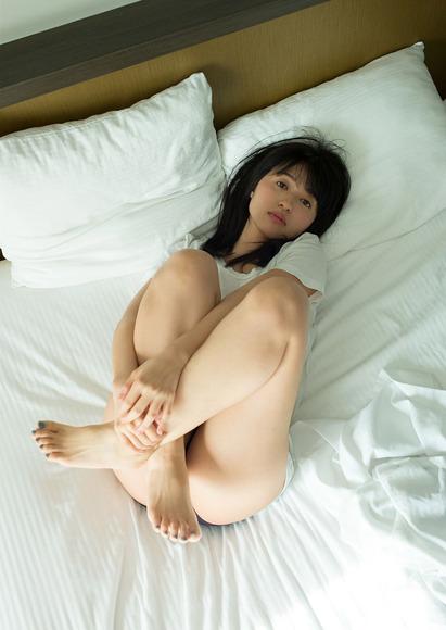 180903逢田梨香子のグラビア画像004