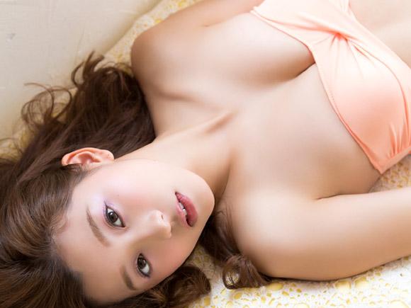 モデル活動と平行してグラビアにも本格参入している人気モデル朝比奈彩の画像