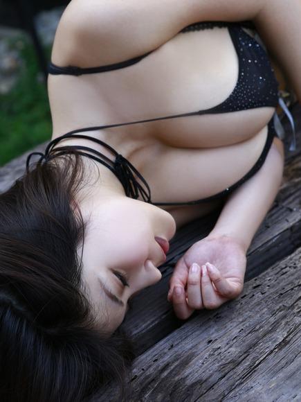 岸明日香の横乳画像007