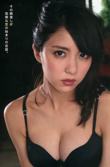石川恋のグラビア画像025