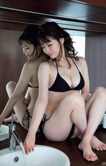 200209井口綾子のグラビア画像008