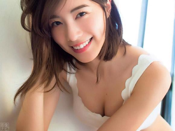 シェイプアップされた長い手足と成長した胸が素晴らしい松井珠理奈(まついじゅりな)