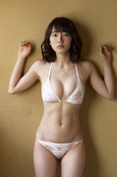 吉岡里帆 原っぱグラビア画像006