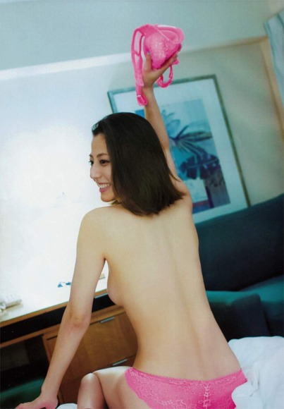 杉本有美のスキャンダラスな下着グラビア画像006