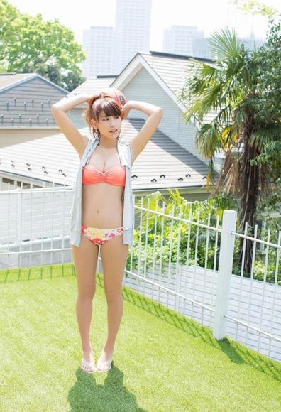 久松郁実のオレンジ水着画像001