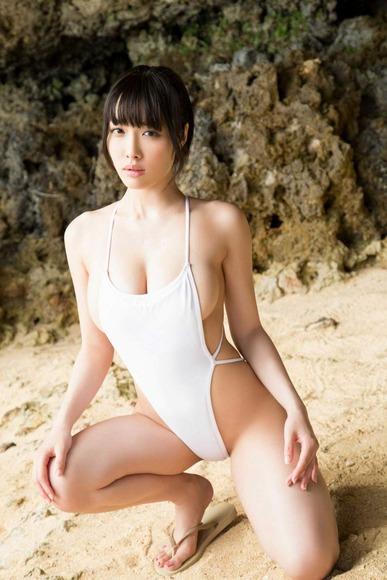 今野杏南の白ハイレグ水着画像007