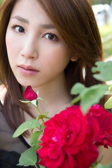 吉川友の生脚画像004