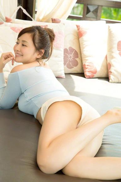 杉原杏璃の着衣巨乳画像001