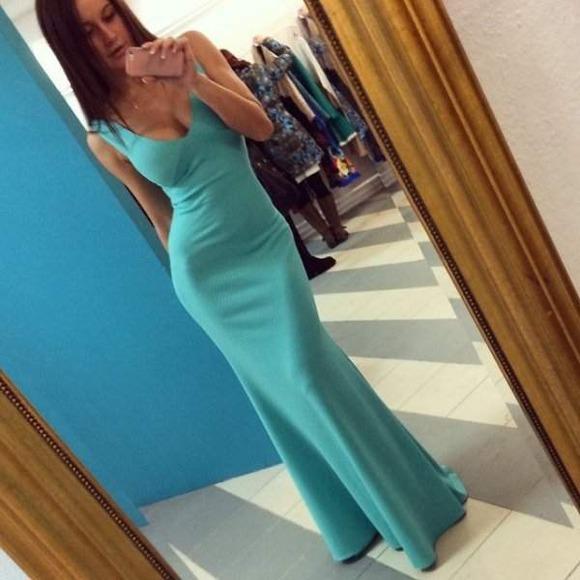 タイトドレス姿の海外美女031