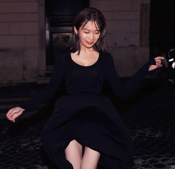 200403秋元真夏の大人セクシー画像012