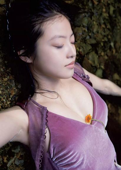 181102今田美桜のエロ画像004