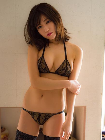 18072大澤玲美のエロスな黒下着画像009