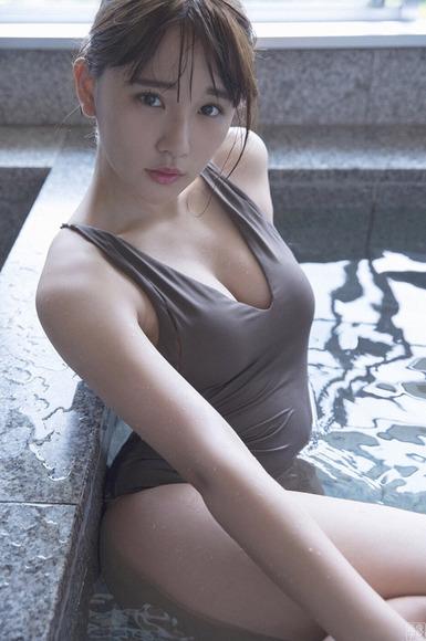 171105浅川梨奈の最新巨乳画像012