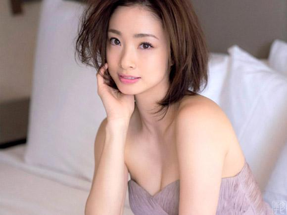 二度の出産を経ても国民的女優は美しかった