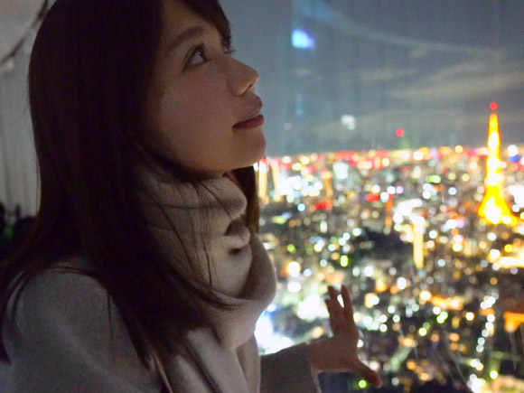 東京タワーを望む絶景のロケーションでみだらな行為が始まります