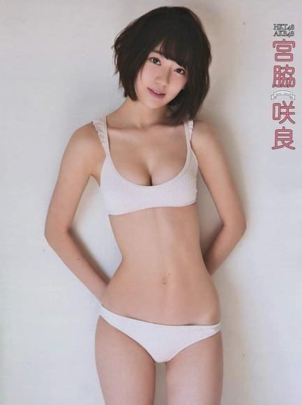 HKT宮脇咲良のグラビア画像033