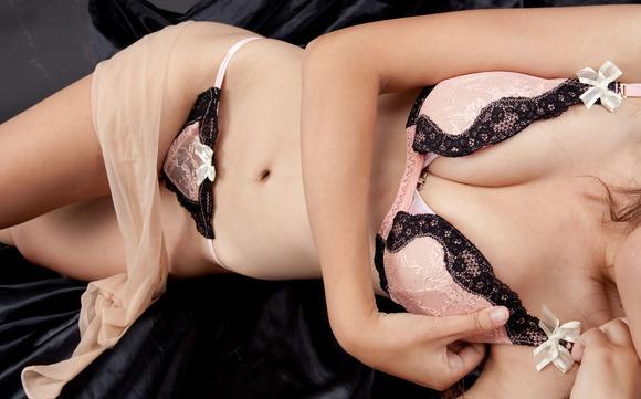 ピンクと黒の下着姿の完璧ボディお姉さんのエロ画像017
