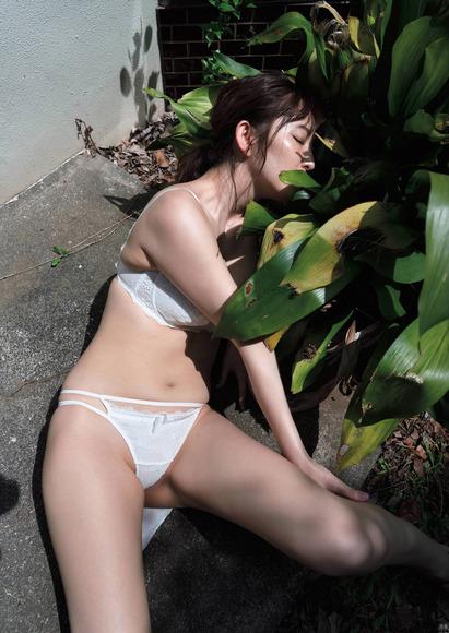 塩地美澄のエロ画像007