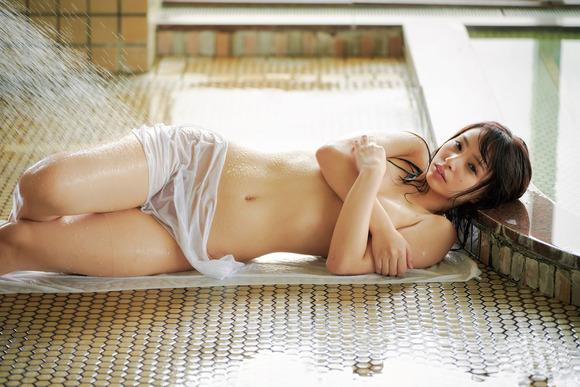 200823鶴巻星奈のエロ画像010