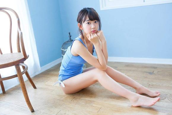 HKT宮脇咲良のグラビア画像006