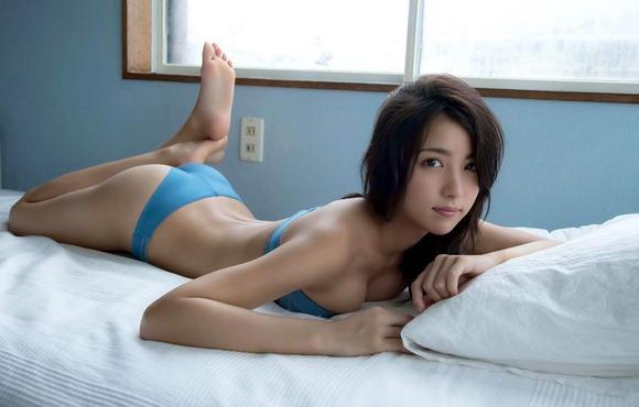 石川恋の下着姿グラビア画像015